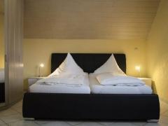 FEWO Pfefferstübchen Brotterode Pension Schlafzimmer Rennsteig Ferienwohnungen